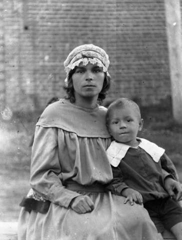 Елизавета Константиновна Черногубова с сыном