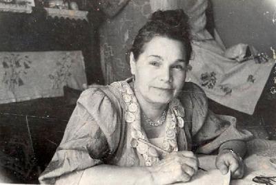 Елизавета Константиновна  за письмом
