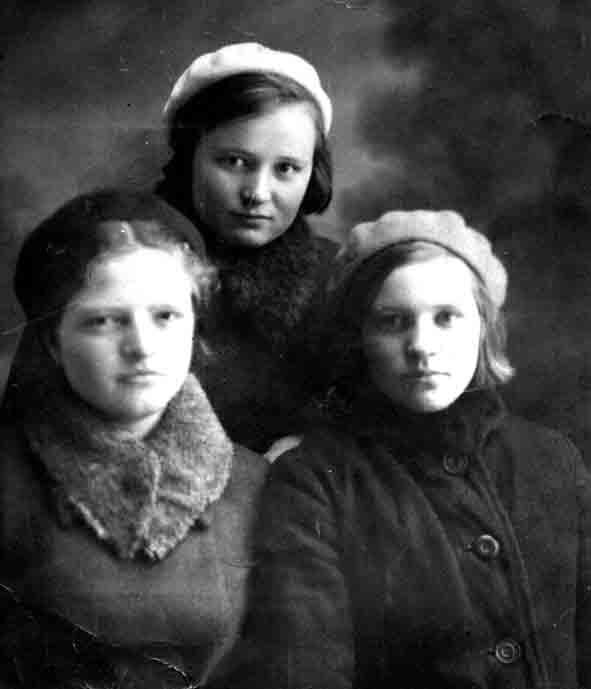 Г.Д.Финагина с подругами М.И.Баковой и Л.В.Долгушиной