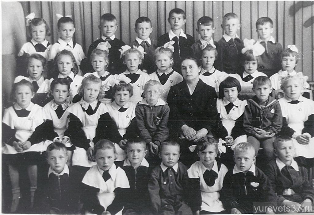 Семьянова А.И., с первоклашками, 1960 год