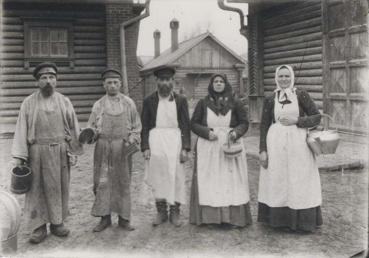 Рабочие фабрики Миндовского