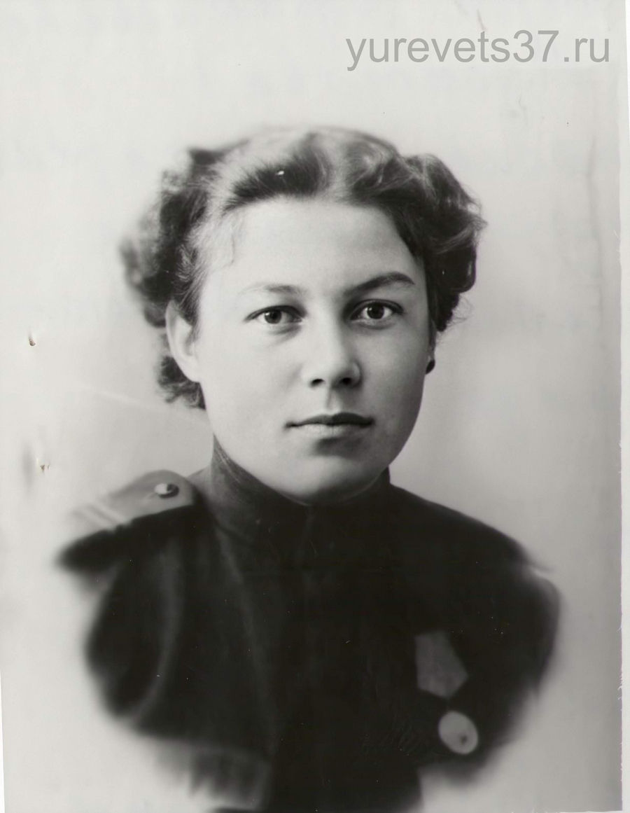 Вера Афанасьева (Мусатова) после окончательного снятия блокады Ленинграда перед отправкой на Нарвский плацдарм в Прибалтику